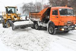 Уборка снега. Екатеринбург, сугроб, снег, уборка снега, снегоуборочная техника, дорожные работы, снег на дороге, вывоз снега, снег в городе