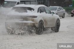 Снегопад, зима. Челябинск, снег, снегопад, транспорт, зима, автомобиль, грязь, автотранспорт, дорога