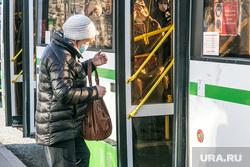 Люди в масках. Тюмень, пассажир, автобус, общественный транспорт, пенсионеры