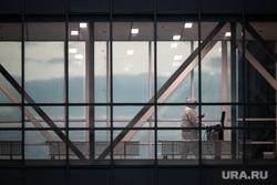 Доставка пациентов скорой помощью в ГКБ №40 «Коммунарка» во время пандемии SARS-CoV-2. Москва, защитный костюм, медики, врачи, фельдшер, медики, covid19, коронавирус, ковид, противочумной костюм, красная зона, 40 гкб коммунарка, коммунарка, карантинный центр