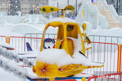 Снегопад, мороз, зима. Челябинск, снег, снегопад, зима, карусель, мороз