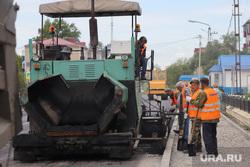 Автопарад в рабочем посёлке Лебяжье.  Курган , ремонт дороги, ремонтные работы, работники в спецовках