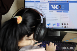 Социальная сеть ВКонтакте. Курган, наушники, вконтакте, соцсеть, пк, мессенджер, персональный компьютер, социальная сеть, вк, интернет, компьютер, интернет зависимость