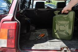 Канистра с жидкостью. Екатеринбург, бензин, топливо, багажник, канистра
