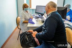 Вакцинация. Челябинск , пенсионер, медик, прививка, прививочный кабинет, медицина, врач, пожилой человек, вакцинация, доктор, covid, ковид