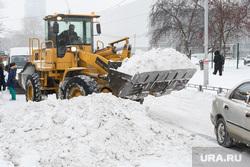 Уборка снега. Екатеринбург, сугроб, снег, бульдозер, уборка снега, снегоуборочная техника, снег на дороге, вывоз снега
