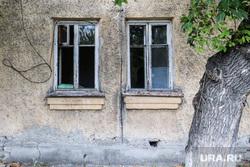 Аварийное жилье по улице Дзержинского. Курган  , старый дом, окна, аварийное жилье, улица дзержинского, старое помещение, выселение