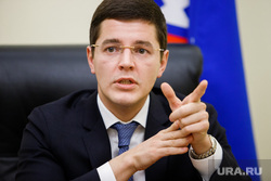 Дмитрий  Артюхов, заместитель губернатора ЯНАО по экономике. Салехард, портрет, указательный палец, артюхов дмитрий