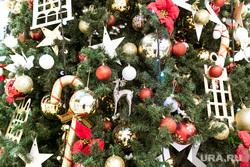 Новогодние витрины. Тюмень, витрина магазина, новогодняя елка, витрина, новый год, новогоднее оформление, елочные игрушки, новогоднее украшение