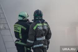 Пожар памятника архитектуры по ул. Семакова 8. Тюмень, мчс, пожарные в каске, пожарные