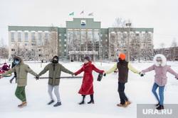 Митинг сторонников Навального. Сургут, хоровод, администрация сургута