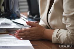 Интервью с ректором Курганского государственного университета Дубив Надеждой. Курган, документы, руки
