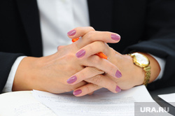 Пресс-конференция банкиров. Челябинск., маникюр, часы, руки