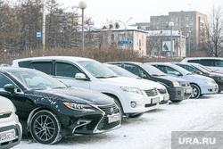 Виды города, зима. Тюмень, машины, стоянка, автомобили