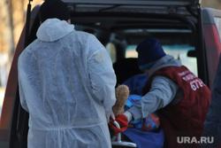 Фельдшеры. Машины скорой помощи. Курган, защитный костюм, фельдшер на вызове, скорая помощь, фельдшер, covid19, covid, пандемия коронавируса, городская больница 2, машина скорой медицинской помощи