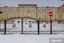 Карантинная зона на территории инфекционной больницы. Курган , ворота, забор, зона карантина, горбольница №2