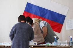 Избирательный участок по общероссийскому голосованию по поправкам в Конституцию РФ. Курган, избирательная комиссия, триколор, флаг россии, избирательнй участок, общероссийское голосование