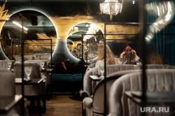 Защитные перегородки в ресторанах Екатеринбурга, официант, кафе, ресторан, екатеринбург , средства защиты, защитные перегородки, защитные экраны, защита от covid