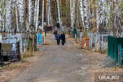 Обстановка на челябинских муниципальных кладбищах во время родительского дня. Челябинск, митрофановское кладбище