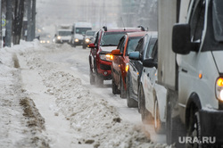 Снегопад, зима. Челябинск, снег, снегопад, транспорт, зима, автомобиль, автотранспорт, дорога