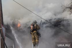 Пожар памятника архитектуры по ул. Семакова 8. Тюмень, мчс, дым, пожар, огонь, пожарные