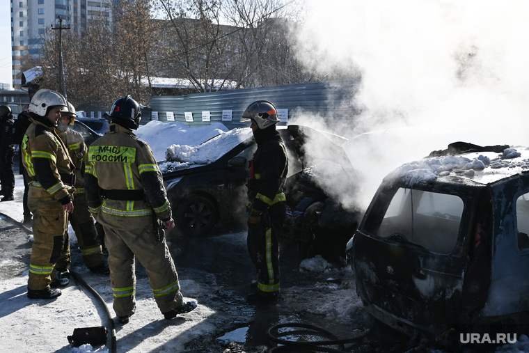 Сгорели машины у Исети