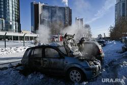 Последствия пожара на автостоянке у башни Исеть. Екатеринбург