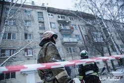 Обрушение кровли жилого дома по ул. 50 лет ВЛКСМ. Тюмень, мчс, лента ограждения, обрушение крыши, обрушение балкона, чс