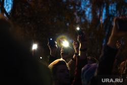 Третий день протестов против строительства храма Св. Екатерины в сквере у театра драмы. Екатеринбург, сквер, фонарики, свет, сквер на драме