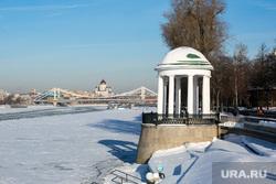Фрунзенская набережная. Москва, зима, крымский мост, храм христа спасителя, министерство обороны рф, москва-река