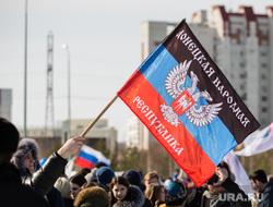 Митинг посвященный присоединению Крым к России. Сургут, крым наш, флаг днр
