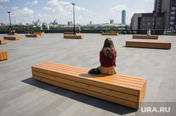 Жара в Екатеринбурге, скамейка, одиночество, ельцин центр
