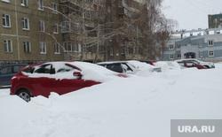 Последствия снежного шторма в Челябинске , машины в снегу, сугробы в городе