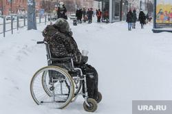 Снегопад, мороз, зима. Челябинск, инвалид, снег, снегопад, зима, нищий, попрошайка, мороз, колясочник