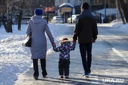 Город. Курган, ребенок, семья, зима, родители