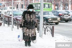Виды города, зима. Тюмень, бабушка, пенсионеры
