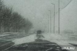 Метель. Курган, снег, непогода, автодорога, метель, плохая погода, плохая видимость, холод, климат, машина