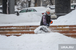 Снегопад, зима. Челябинск, сугроб, снег, уборка снега, снегопад, зима, дворник