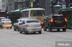 Снегопад. Пробки. Челябинск, пробки, снегопад, затрудненное движение, лица ленина