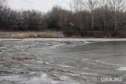 Река Тобол на территории дачного кооператива КМЗ. Курган, половодье, наводнение, лед в воде, река тобол весной