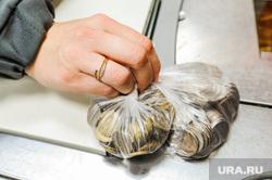 Соблюдение масочного режима. Челябинск, наличка, мелочь, монеты, рубль, сдача, кассир, деньги, наличные, рубли, размен