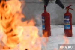 Пожарные учения в колледже имени Ползунова. Екатеринбург, огнетушитель, тушение огня, огонь, пожарная безопасность, поджег
