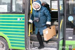 Виды города, зима. Тюмень, пассажир, автобус, общественный транспорт