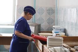 Визит врио губернатора Курганской области Шумкова Вадима в Шадринск, школьная столовая, повар