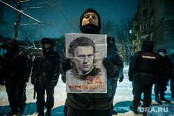 Ситуация возле ОВД Химок, во время суда над оппозиционером. Москва, навальный алексей, полиция, протест, плакат, полицейское оцепление, протестант, протестующий