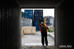 Досмотр пиломатериалов на таможенном контроле. Екатеринбург, таможня, контейнер, таможенный контроль, таможенник, контейнерный склад, работа таможни, досмотр контейнера