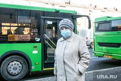 Люди в городе. Тюмень, транспорт, автобус, общественный транспорт, люди в масках, бабушка, пенсионеры