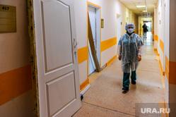 Алексей Текслер посетил ГКБ №2 Челябинска и осмотрел текущий этап ремонтных работ. Челябинск, медсестра, врач, больница, доктор, сиз, маска медицинская