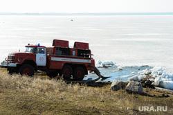 Учения МЧС по тушению лесных пожаров и сельскохозяйственных палов. Челябинск, пожарная машина, лед, река
