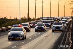 Торжественный митинг и автопробег в честь празднования дня Флага России. Сургут, колонна, сопровождение, автопробег, дорожное движение, гибдд, дпс, трасса